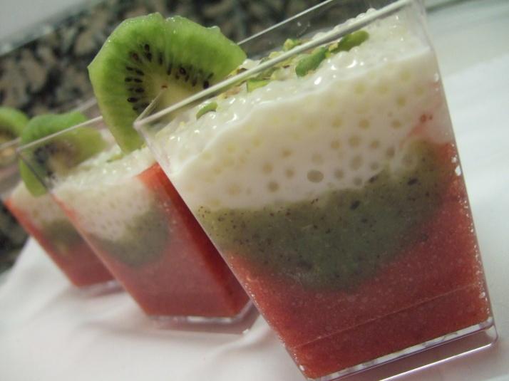 verrines au kiwi fraise et perles au coco