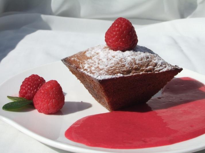 gâteaux tièdes au chocolat fondant, crème de framboises