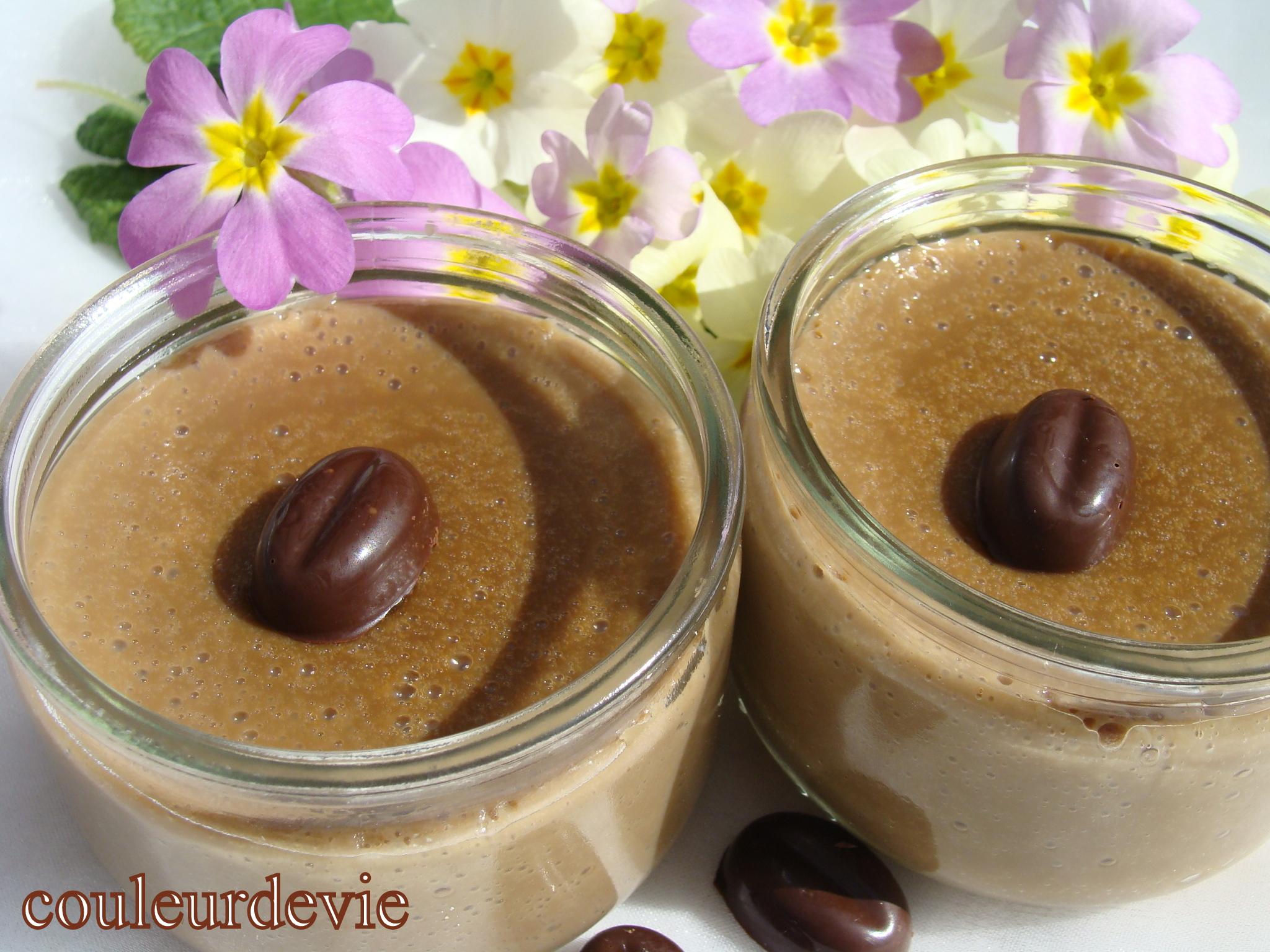 trois variantes autour d une cr me au lait de soja chocolat vanille caf couleurdevie. Black Bedroom Furniture Sets. Home Design Ideas